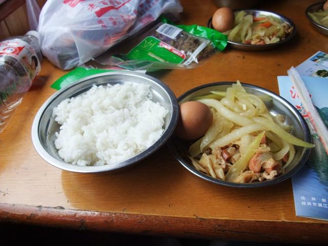 桂林旅行川くだり5昼食.JPG